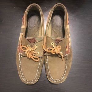 Sperry boatshoes army print
